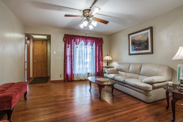 1111 Noble Avenue, Carrollton, TX - USA (photo 4)