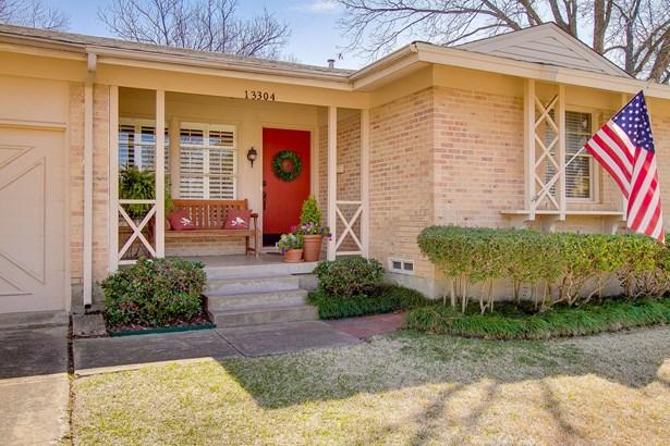 13304 Challaburton Drive, Farmers Branch, TX - USA (photo 4)
