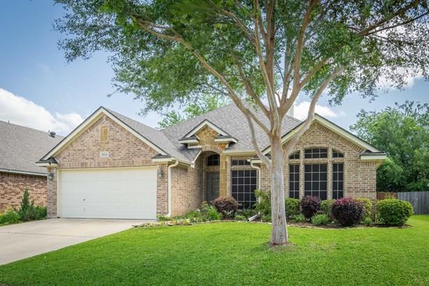 8313 Asta Court, Benbrook, TX - USA (photo 2)