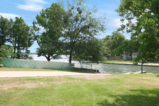 249 Southlake Drive, Gun Barrel City, TX - USA (photo 2)