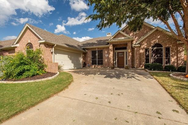 8416 Grand View Drive, North Richland Hills, TX - USA (photo 1)
