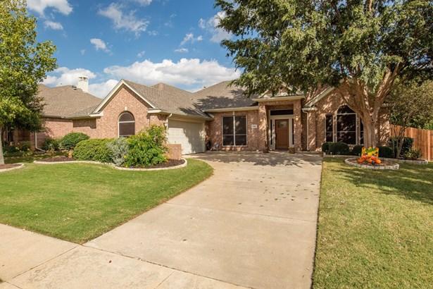 8416 Grand View Drive, North Richland Hills, TX - USA (photo 2)