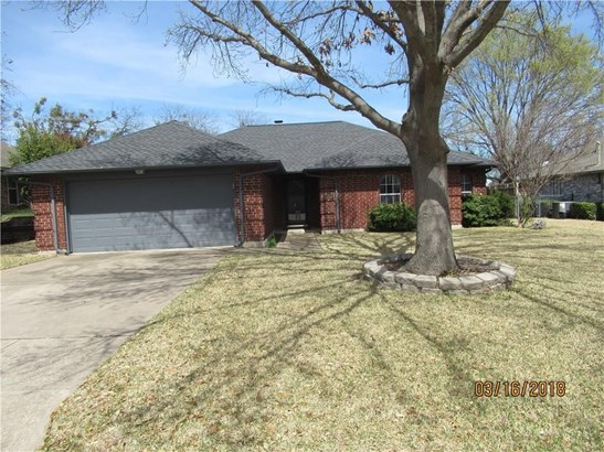 1121 Trinity Drive, Benbrook, TX - USA (photo 2)