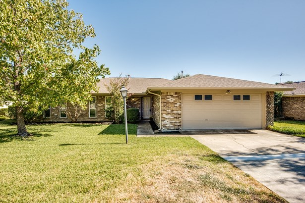 2108 Brentwood Lane, Carrollton, TX - USA (photo 1)