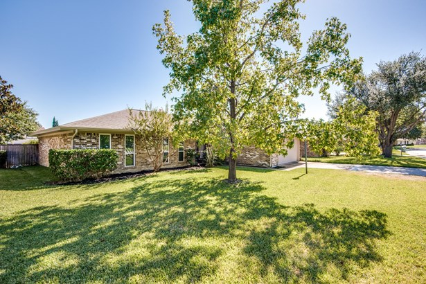 2108 Brentwood Lane, Carrollton, TX - USA (photo 2)