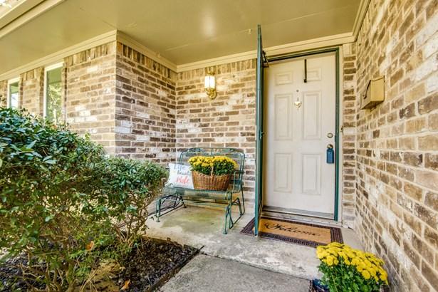 2108 Brentwood Lane, Carrollton, TX - USA (photo 3)