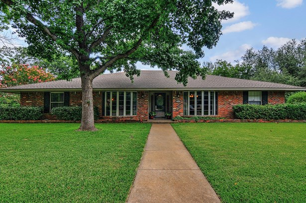 1620 Crescent Drive, Sherman, TX - USA (photo 1)