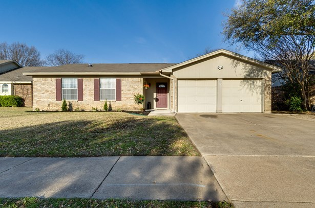 7917 Berrybrook Drive, Watauga, TX - USA (photo 1)