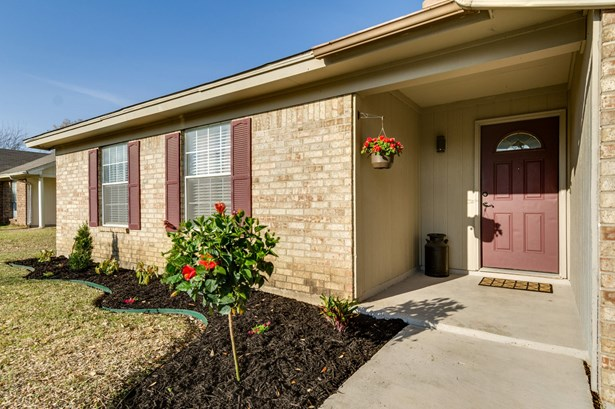 7917 Berrybrook Drive, Watauga, TX - USA (photo 4)