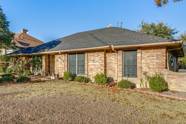 2934 Apple Valley Drive, Garland, TX - USA (photo 2)
