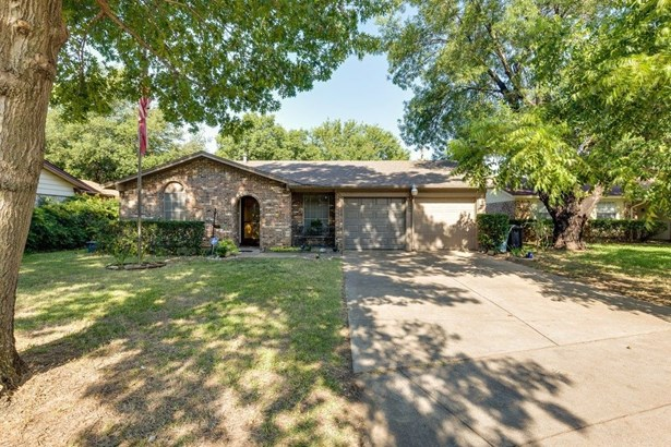 509 Holly Hill Drive, Hurst, TX - USA (photo 1)