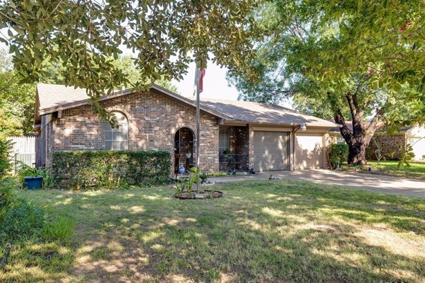 509 Holly Hill Drive, Hurst, TX - USA (photo 2)