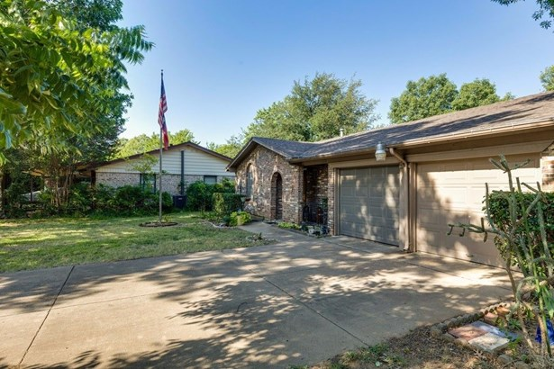 509 Holly Hill Drive, Hurst, TX - USA (photo 3)