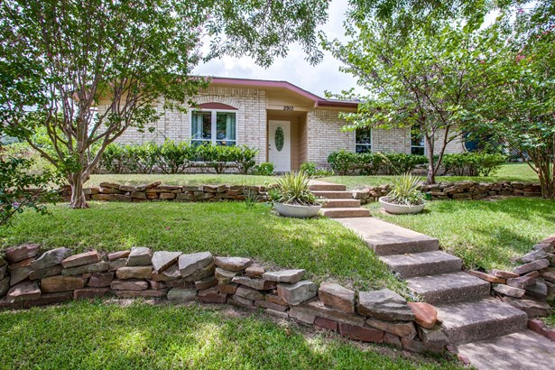 2910 Spring Brook Drive, Garland, TX - USA (photo 1)
