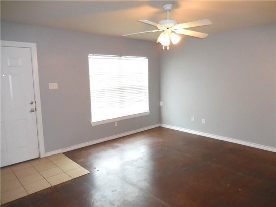 1728 Red Oak Court, Denton, TX - USA (photo 2)