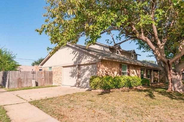 7001 Constitution Drive, Watauga, TX - USA (photo 3)