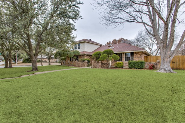 328 Goldfinch Drive, Fort Worth, TX - USA (photo 2)