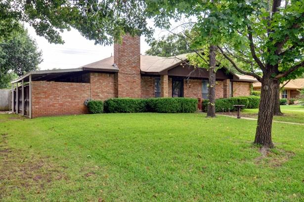 2728 Mill Pond Road, Denton, TX - USA (photo 2)