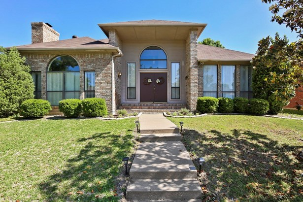 2031 Hearthstone Drive, Carrollton, TX - USA (photo 1)