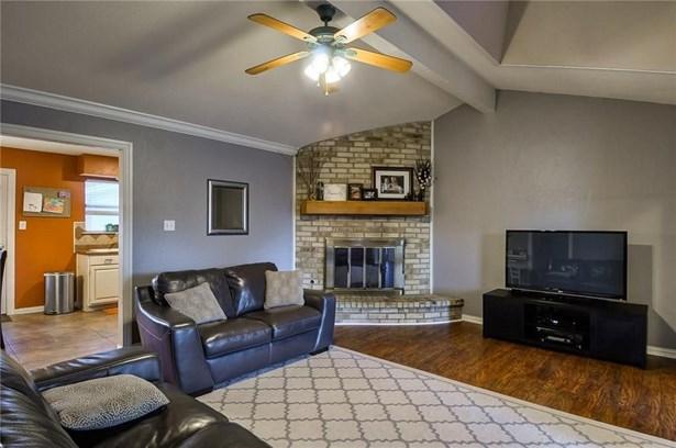 1332 Lark Lane, Lewisville, TX - USA (photo 2)