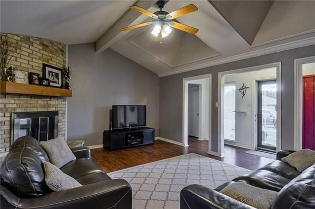 1332 Lark Lane, Lewisville, TX - USA (photo 3)