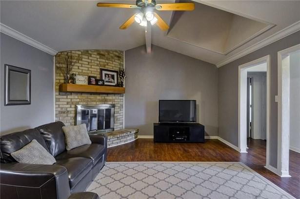 1332 Lark Lane, Lewisville, TX - USA (photo 4)
