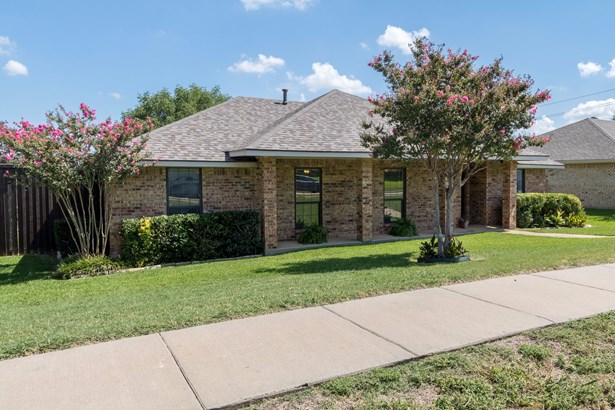 1619 Saint James Drive, Carrollton, TX - USA (photo 1)