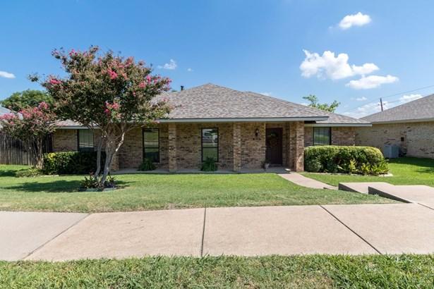 1619 Saint James Drive, Carrollton, TX - USA (photo 2)