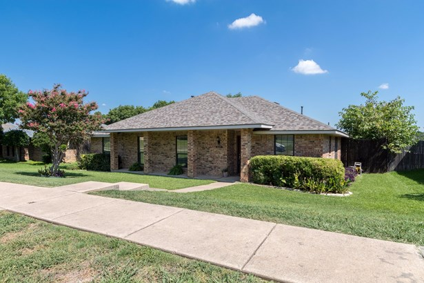 1619 Saint James Drive, Carrollton, TX - USA (photo 3)
