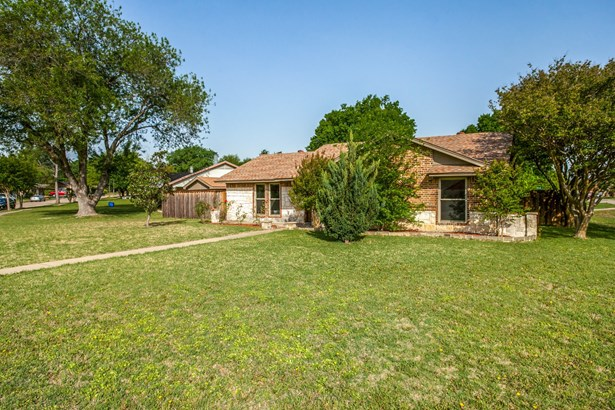 301 Valley Cove Drive, Garland, TX - USA (photo 2)
