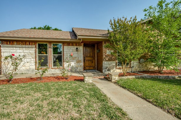 301 Valley Cove Drive, Garland, TX - USA (photo 3)