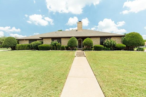 5000 Surrey Court, North Richland Hills, TX - USA (photo 1)
