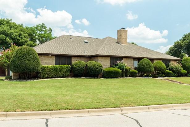5000 Surrey Court, North Richland Hills, TX - USA (photo 2)