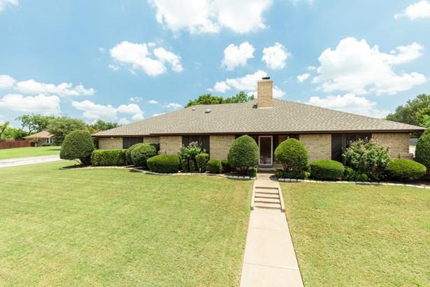 5000 Surrey Court, North Richland Hills, TX - USA (photo 3)