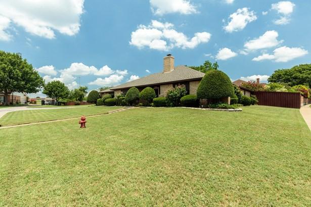 5000 Surrey Court, North Richland Hills, TX - USA (photo 4)