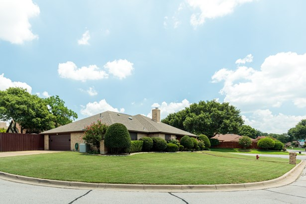5000 Surrey Court, North Richland Hills, TX - USA (photo 5)