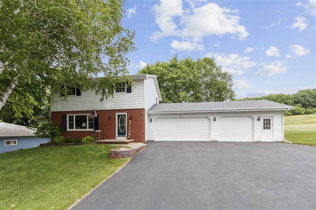 Colonial, 2 Story - Hortonville, WI