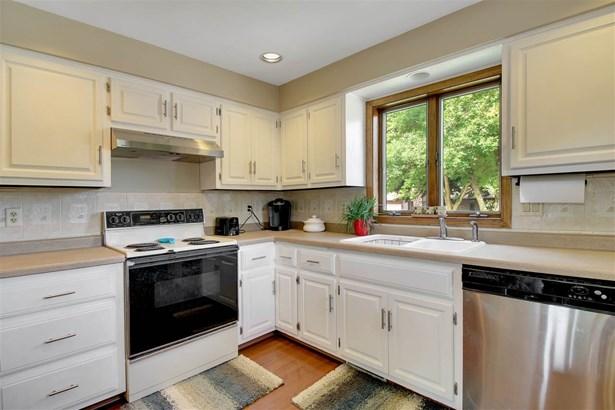 Residential, Bi-Level - APPLETON, WI (photo 4)