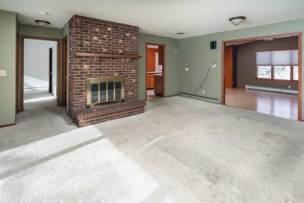 Residential, Bi-Level - APPLETON, WI (photo 2)