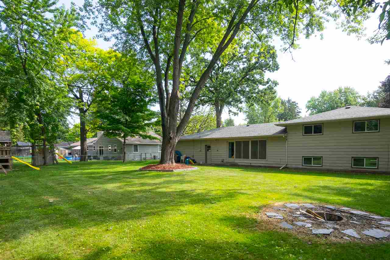 Tri-Level, Residential - NEENAH, WI (photo 2)