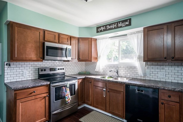 Tri-Level, Residential - NEENAH, WI (photo 5)