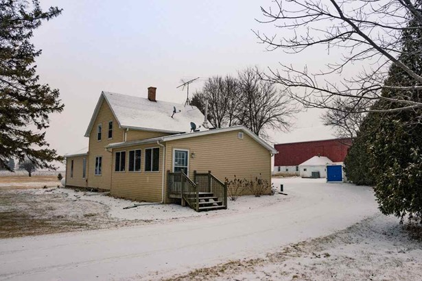 1.5 Story, Residential - OSHKOSH, WI (photo 1)