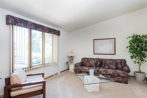 Quad-Level, Residential - APPLETON, WI (photo 2)