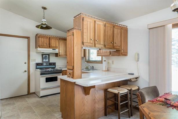 Quad-Level, Residential - APPLETON, WI (photo 3)