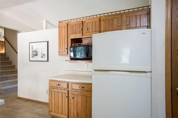 Quad-Level, Residential - APPLETON, WI (photo 5)