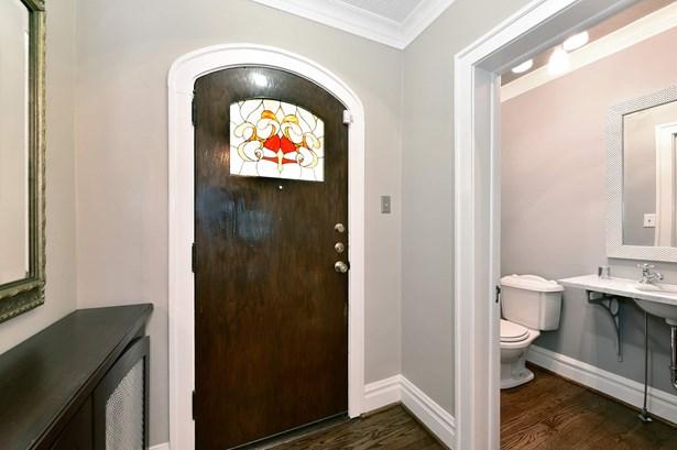 Entrance Foyer and Powder Room (photo 2)