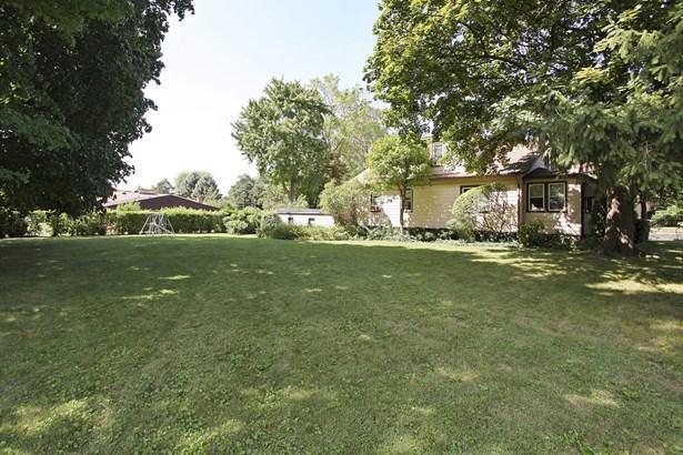 Side Yard (photo 3)