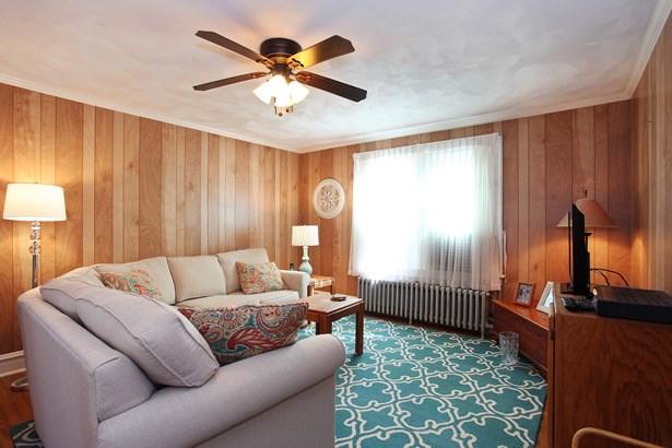 Upstairs Living Room (photo 5)
