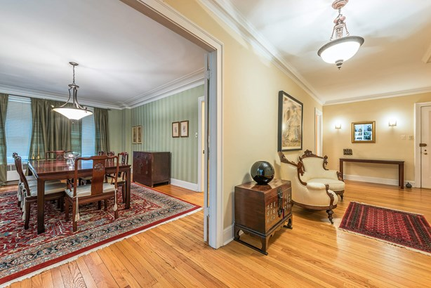 Foyer/Dining Room (photo 2)