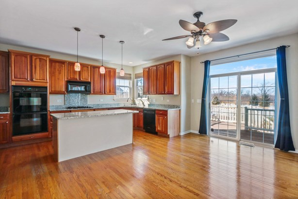 Sun-Filled Kitchen with Sunset Views! (photo 4)